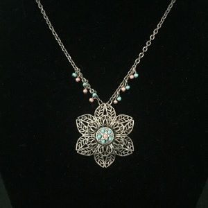 AMERICAN EAGLE Flower Necklace